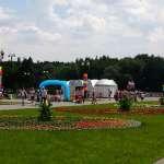 В Измайловском парке рядом со сценой
