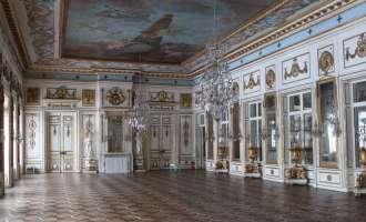Зеркальный (танцевальный) зал в дворце усадьбы Кусково